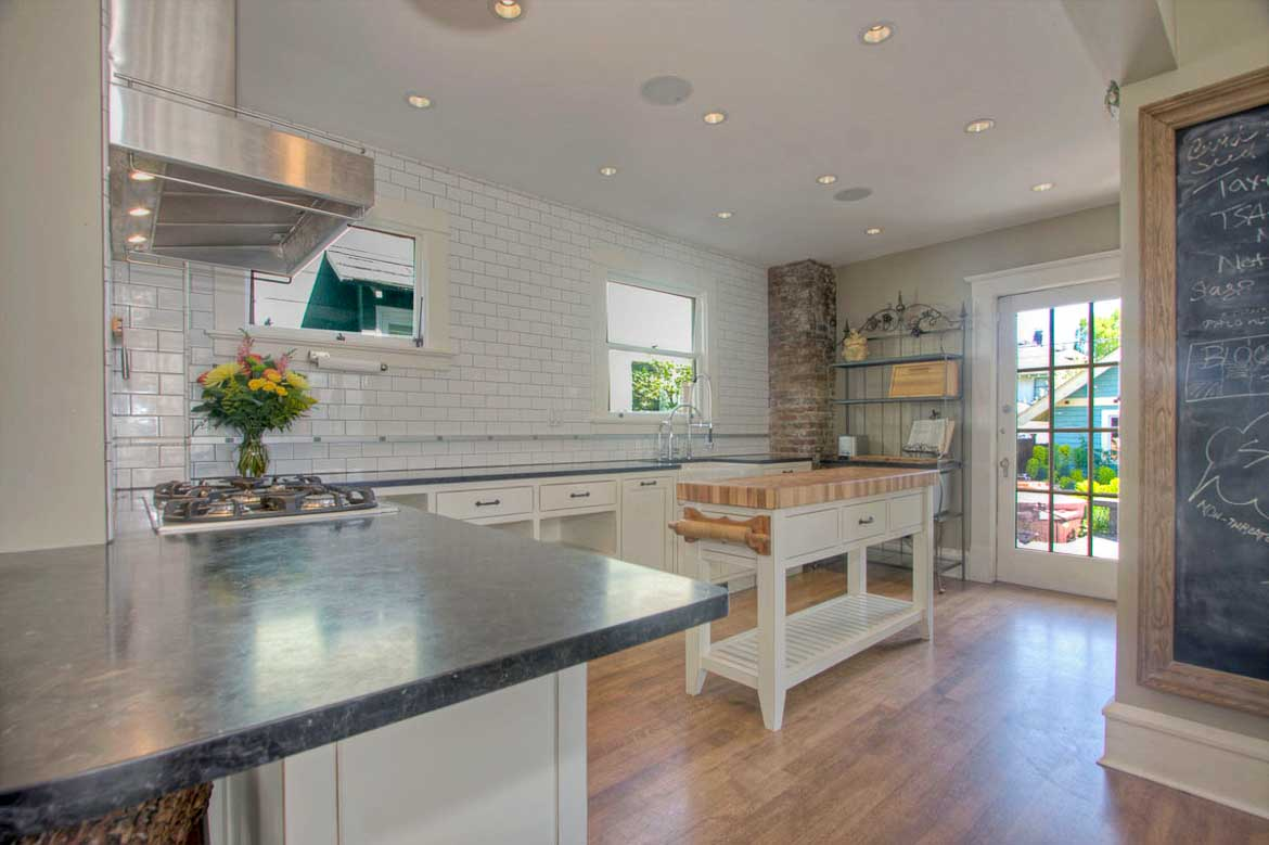 Portfolio of projects by J&M Remodel, 4701 SW Admiral Way, Seattle, WA 98116